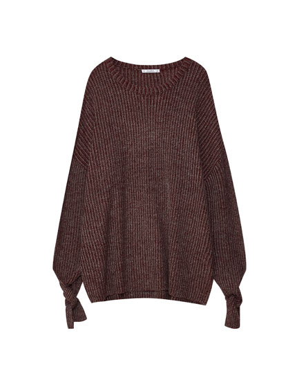 Sweater with slits and knotted sleeves