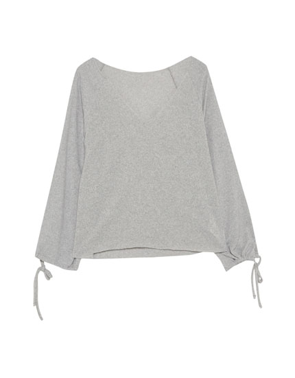 Sweater with slits and bows