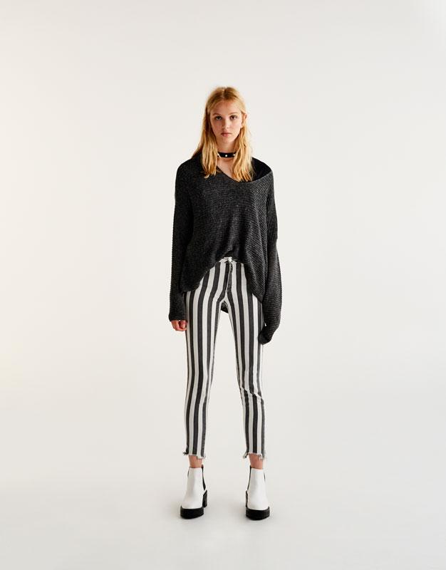 Basic-Pullover mit V-Ausschnitt