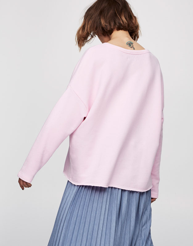 Sweatshirt with piped seams