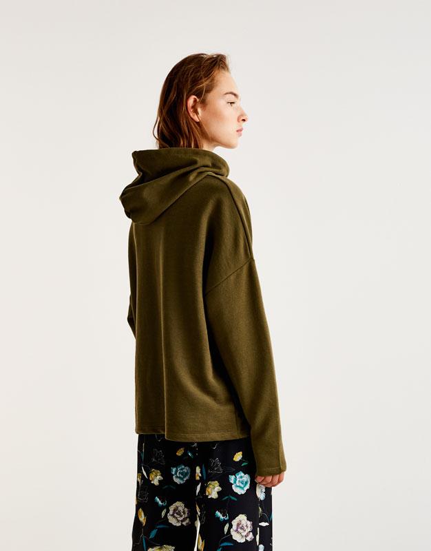 Basic hooded sweatshirt