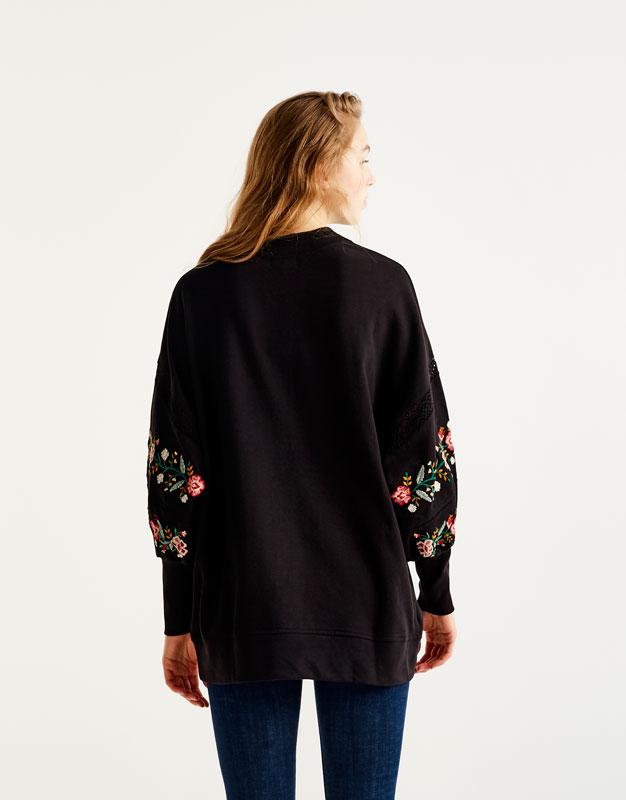 Embroidered puffy sleeve sweatshirt