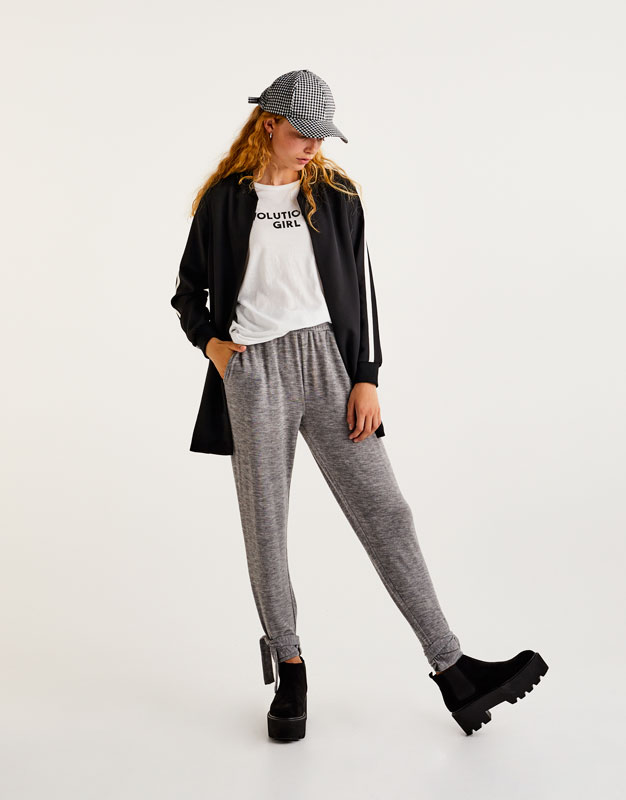 Jogging trousers with knotted hems