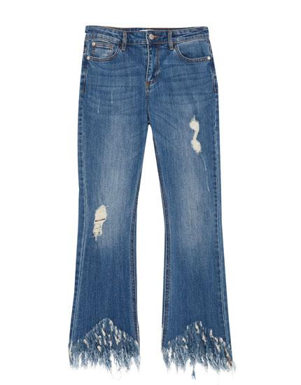 Jeans kick flare bajo desflecado