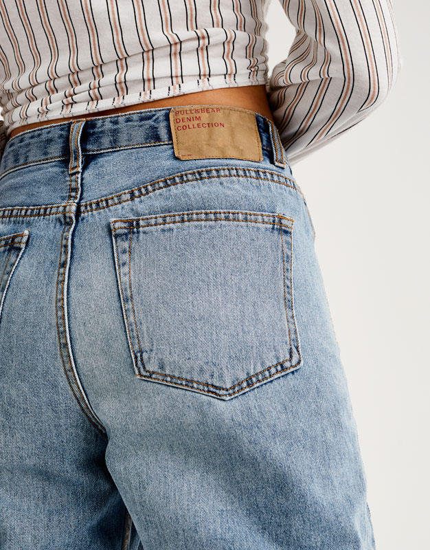 Mom jeans with open pockets