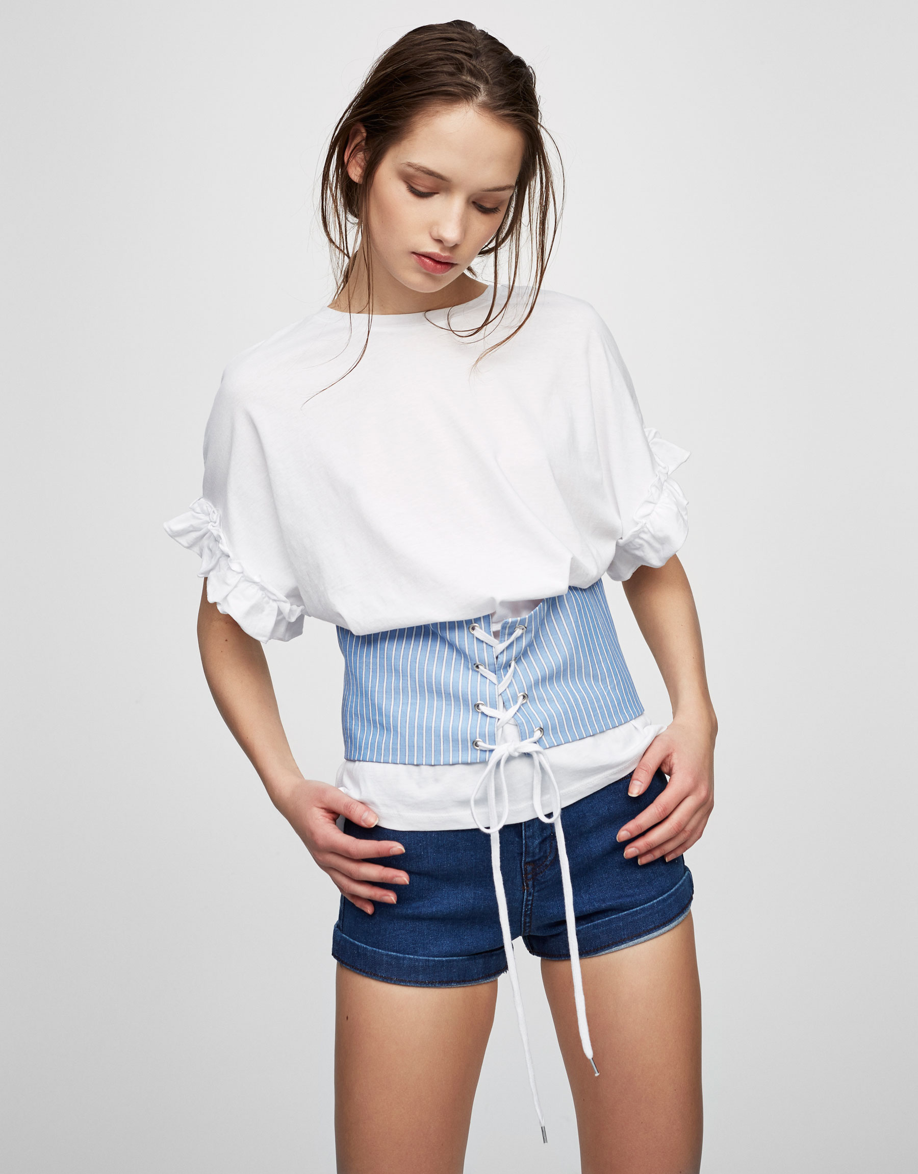 High waist jean shorts with turn-up cuffs