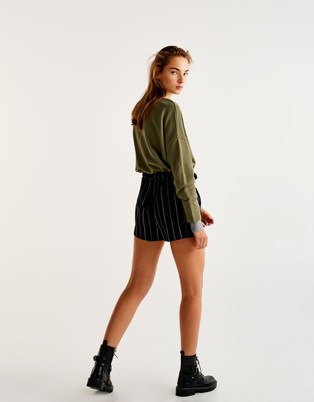 Striped tailoring shorts with tied belt