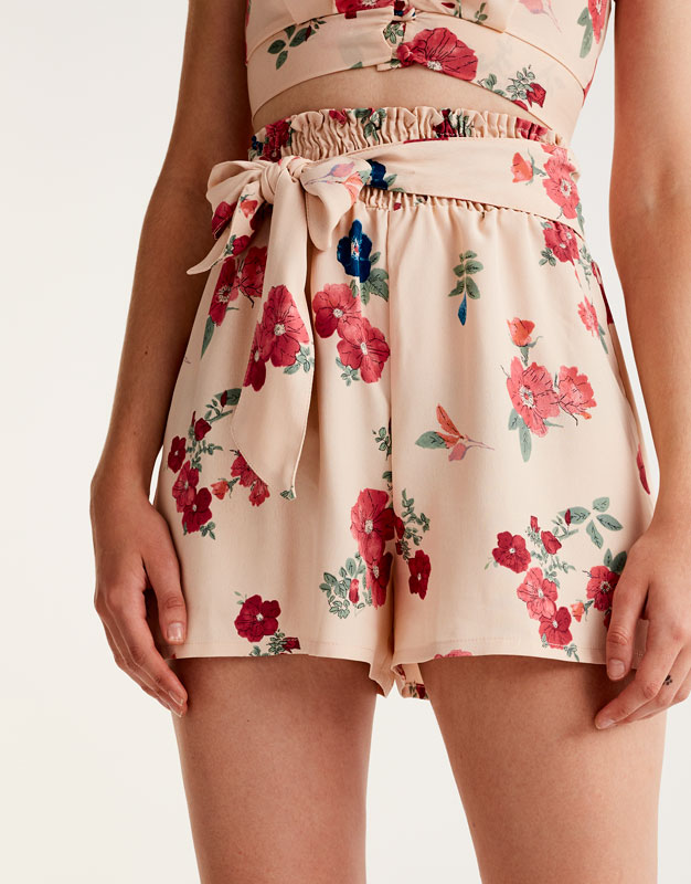 Floral print shorts with bow