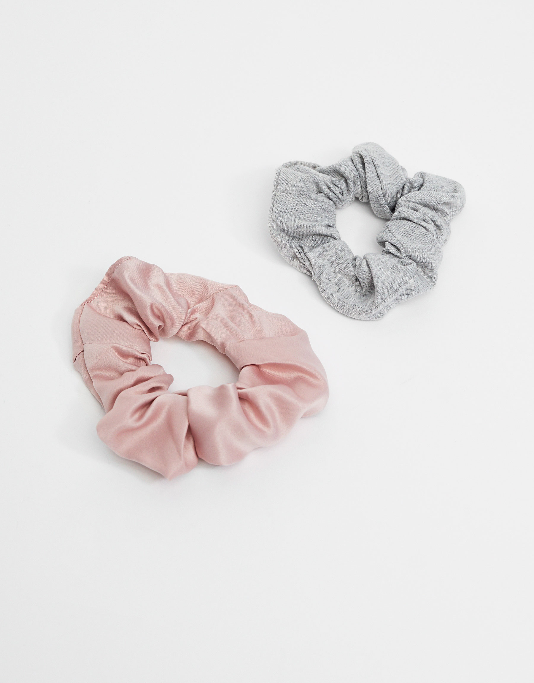 2-Pack of grey and pink hair ties
