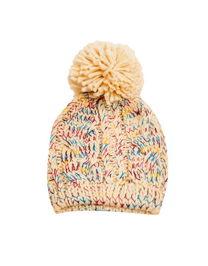 Cable-knit pompom hat