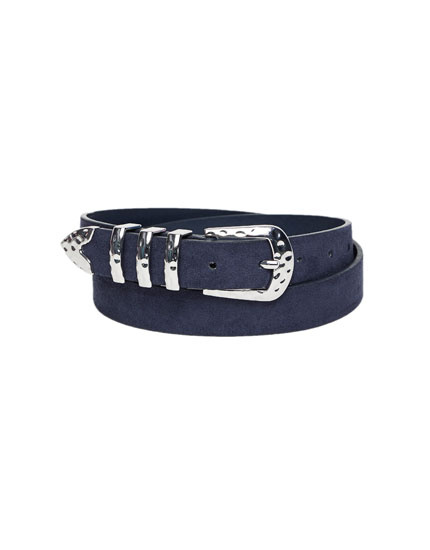 Basic belt with metallic buckle