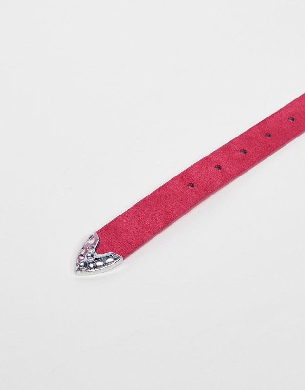 Basic belt with metallic buckle
