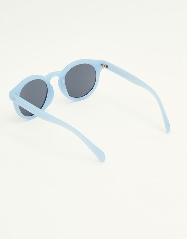 Sonnenbrille mit rundem Horngestell