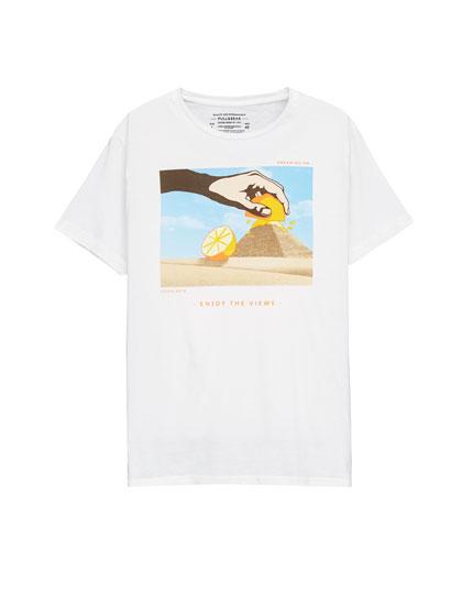 Camiseta estampado pirámide