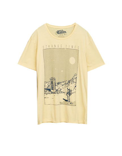 T-shirt with astronaut print on the front
