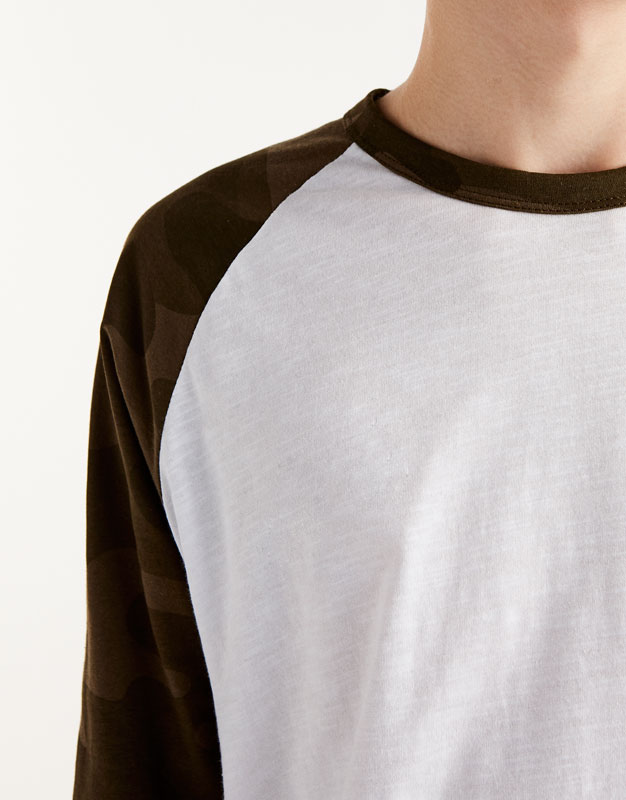 T-shirt with camouflage raglan sleeves
