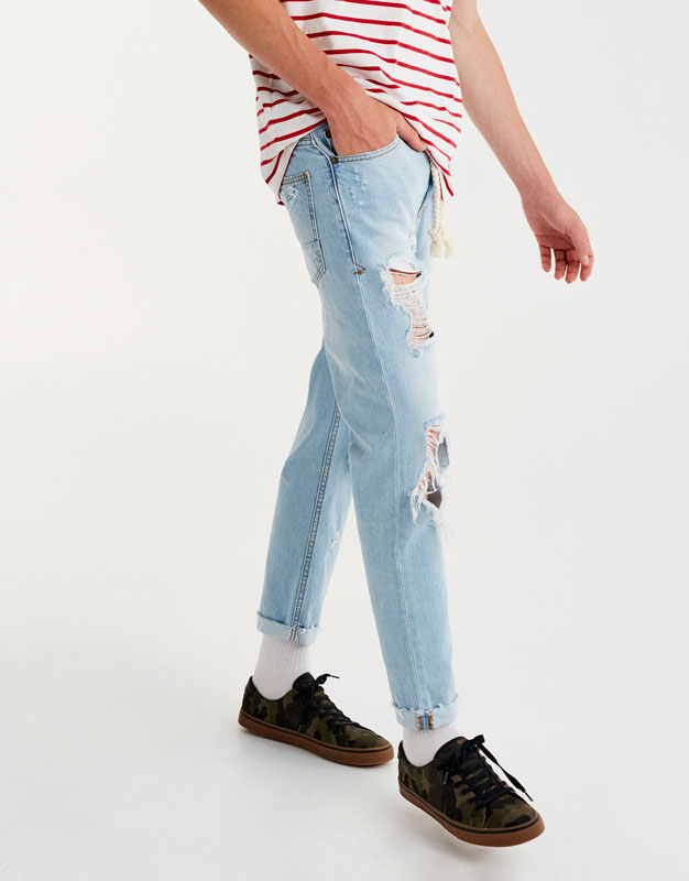 Ripped slim fit jeans with belt