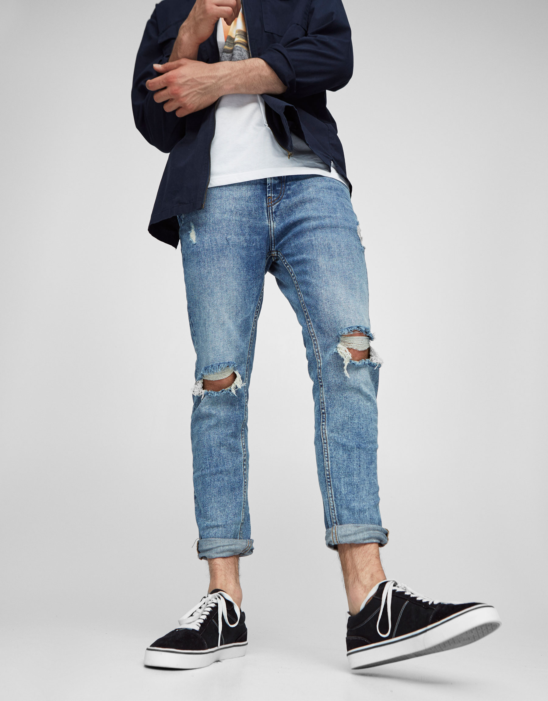 Jeans carrot fit strappi