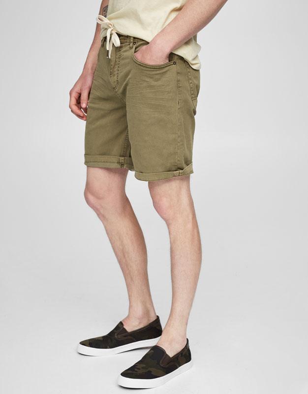Bermudes slim bàsiques de colors amb cinturó