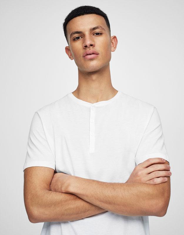 Basic buttoned T-shirt