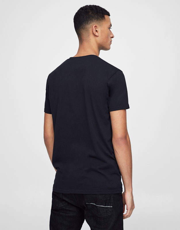 T-shirt with colourful contrasting pocket