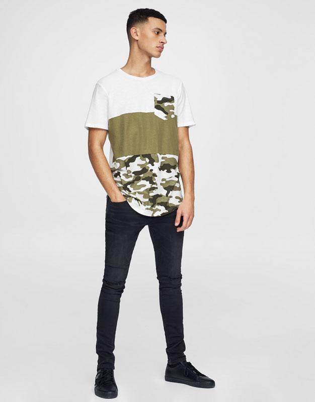 T-Shirt mit Camouflagebahnen