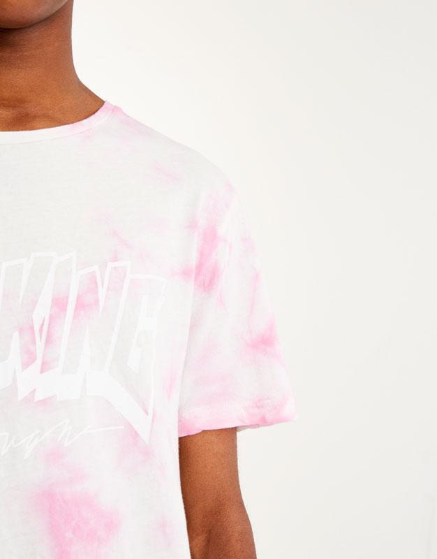 Camiseta tie dye texto