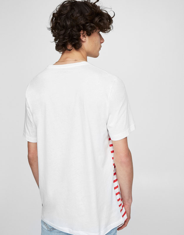 T-shirt with a navy blue striped printed pocket