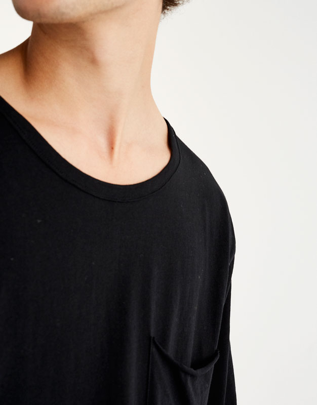 T-shirt with pocket and piped seams