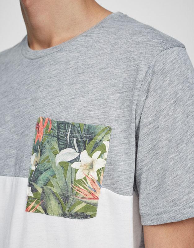 Camiseta bolsillo estampado flores
