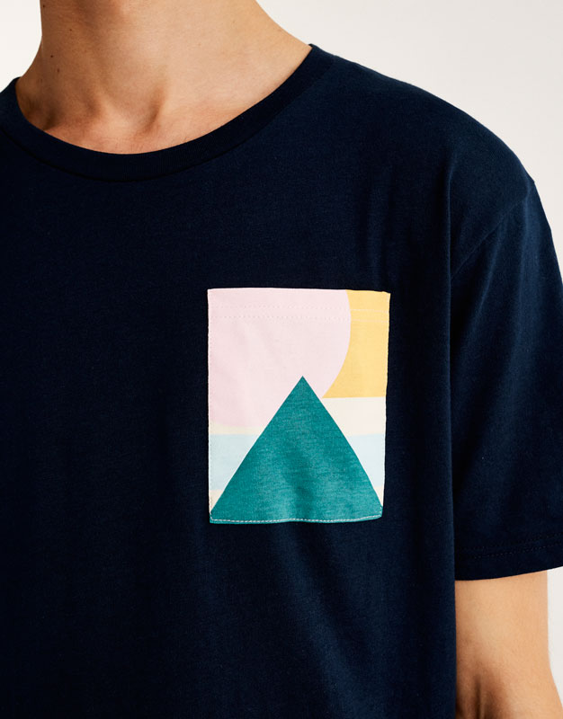 T-shirt with geometric print pocket