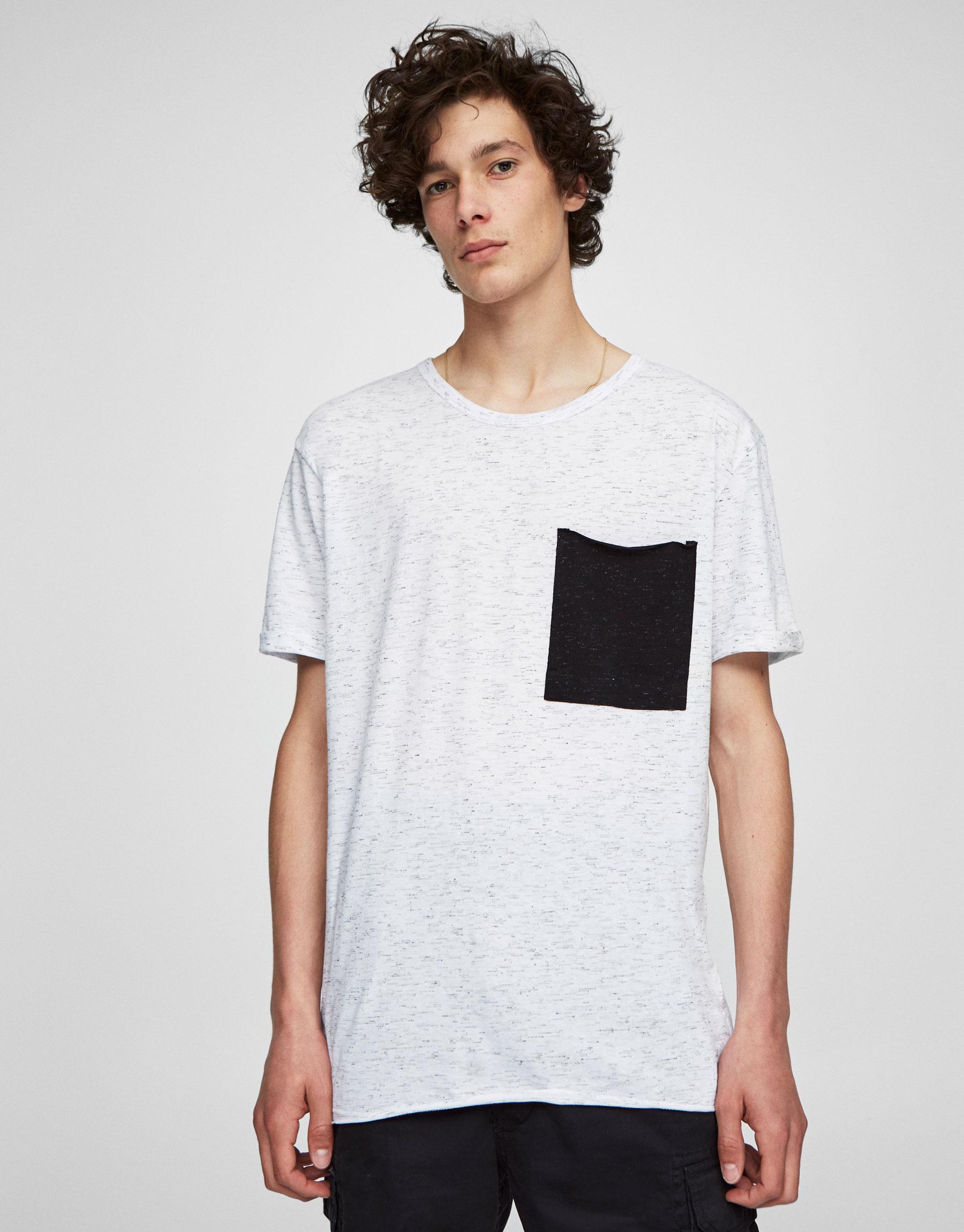 Camiseta bolsillo contraste
