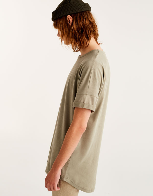 T-shirt with shoulder stitching and uneven hem