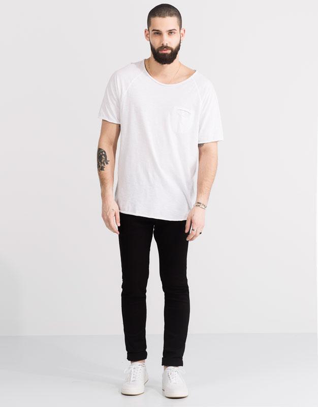 Shirt mit raglanärmeln und tasche