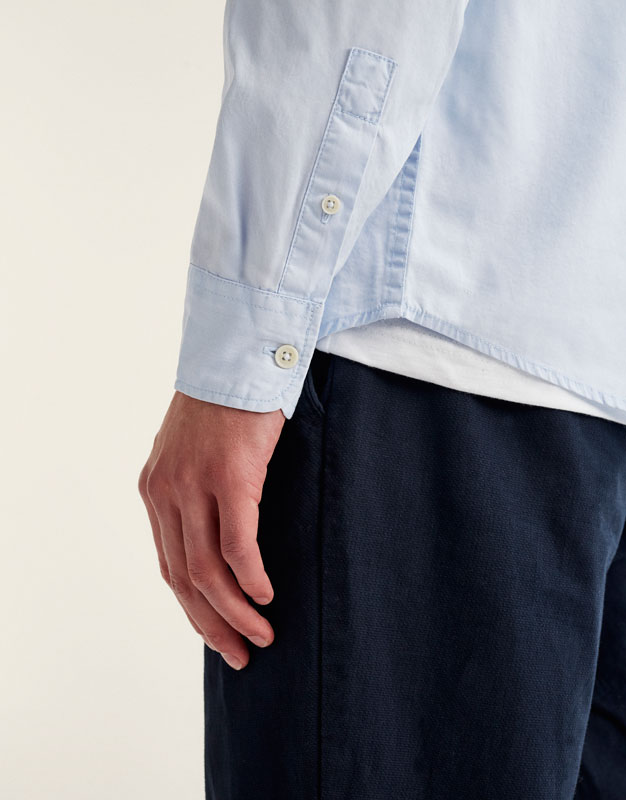Unifarbenes Twill-Shirt