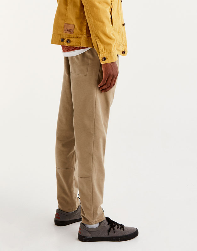 Chino trousers with an elastic waistband