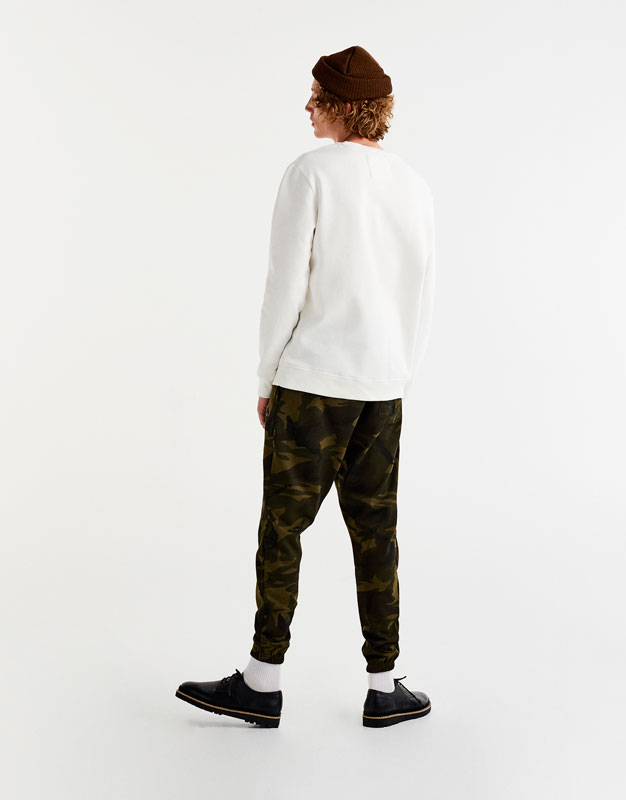 Pantalón jogging logo camuflaje