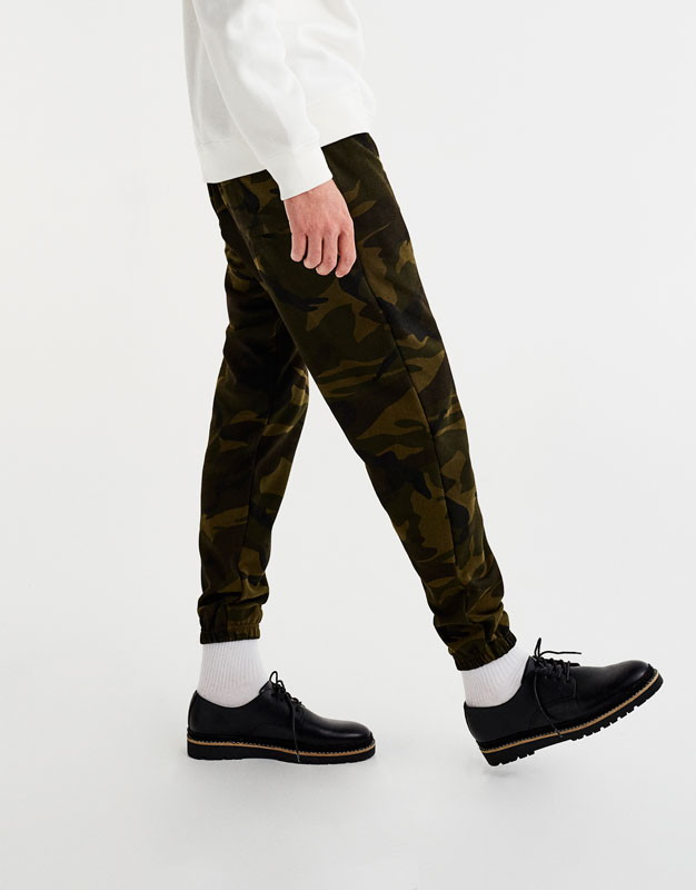 Camouflage jogging trousers with logo