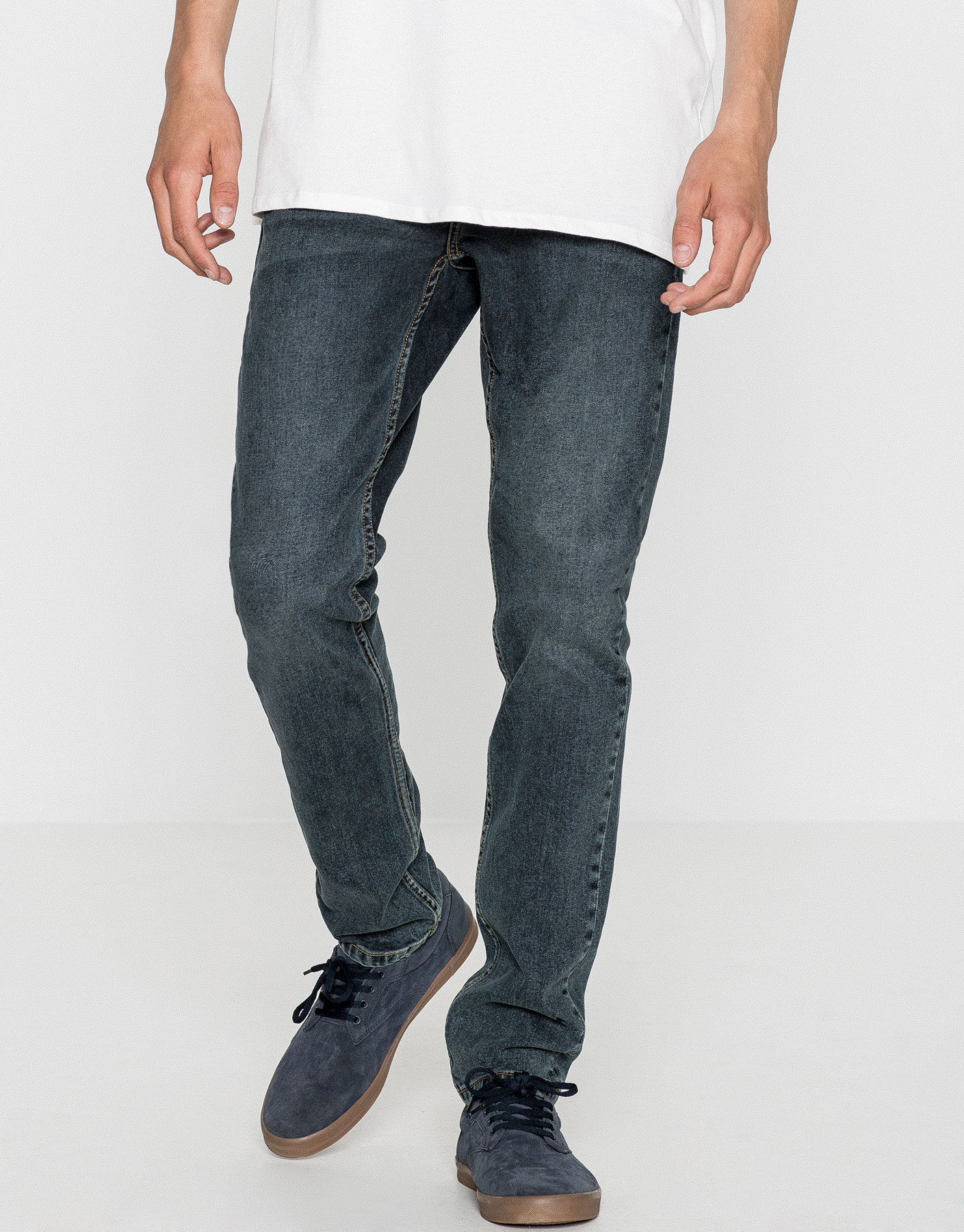 Jeans slim fit lavado oscuro