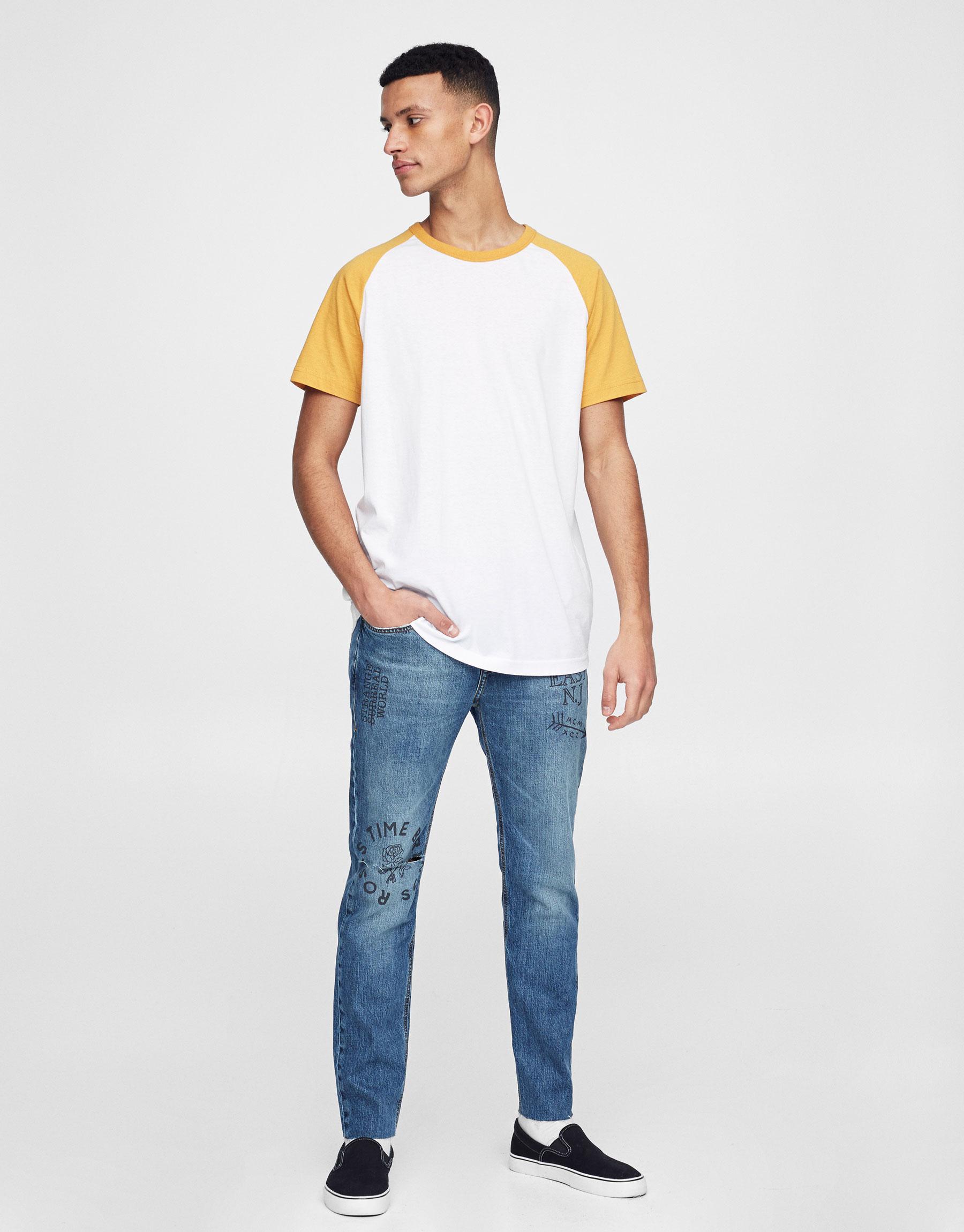 Jeans slim fit print texto