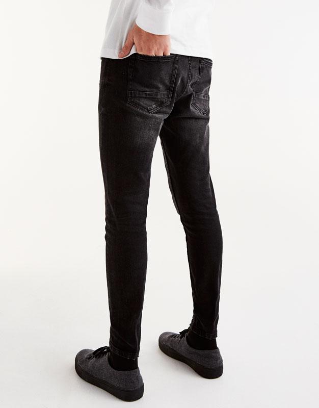 Black carrot fit jeans