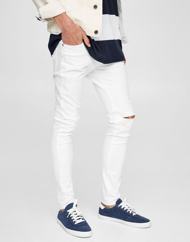 Super skinny jeans with ripped knee