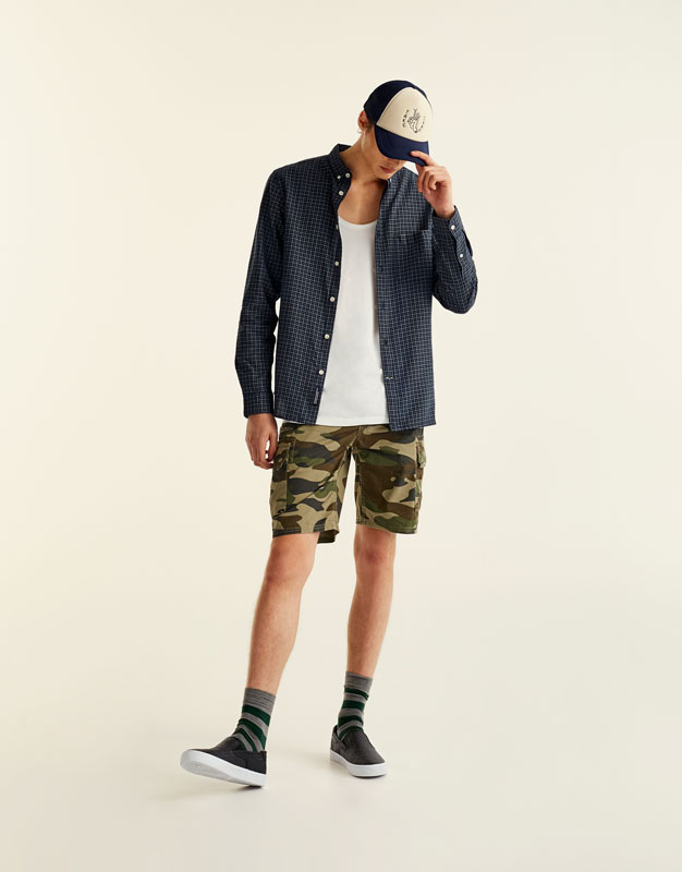 Camouflage cargo bermuda shorts