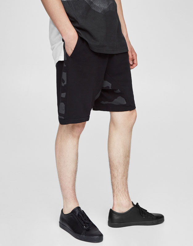 Jogging bermuda shorts with rips
