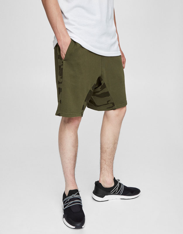 Jogging Bermuda shorts with camouflage detail