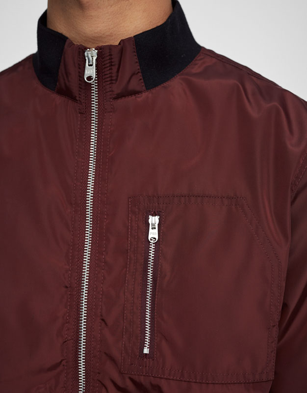 Lightweight jacket with ribbed collar