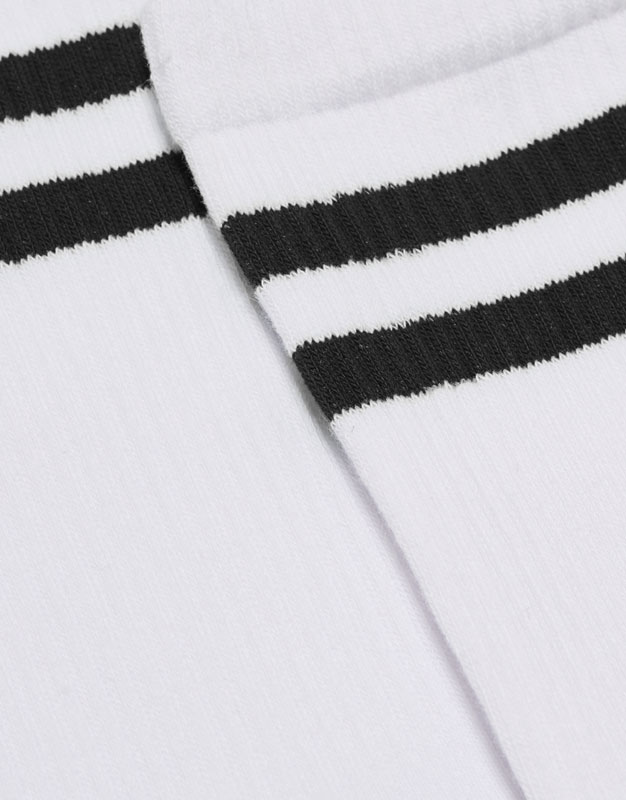 High socks with sporty stripes
