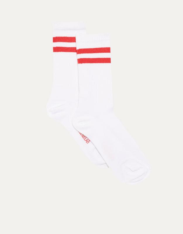 High socks with sporty stripes