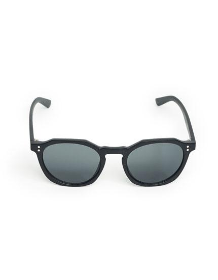 Black resin sunglasses