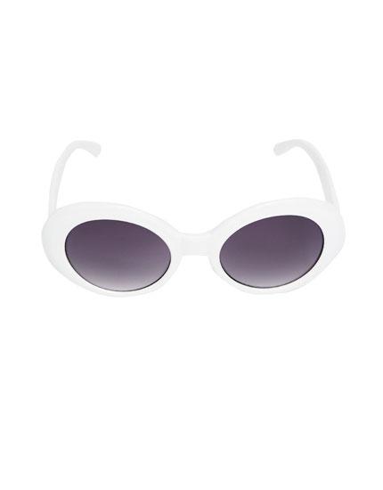 Retro-Sonnenbrille mit weißem Kunststoffgestell